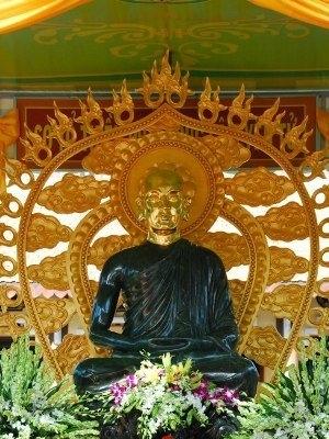 Tạc tượng Phật hoàng Trần Nhân Tông